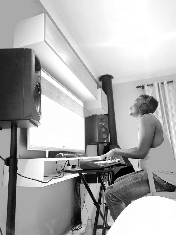 J Logic & Amukelani Ubomi (S.Mdywabe)